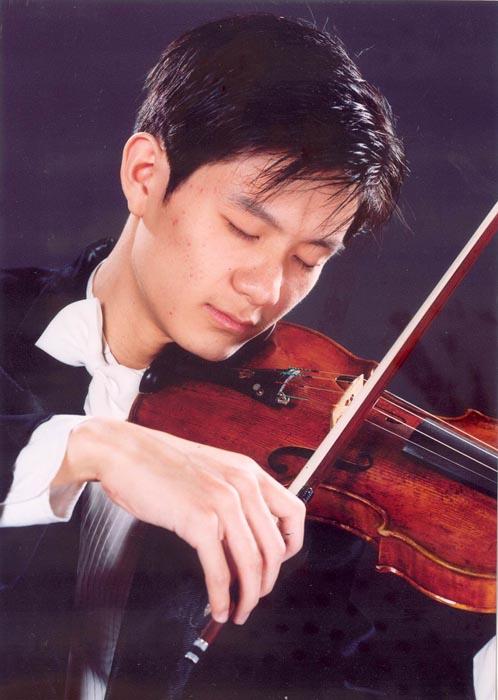 曾获中央音乐学院第四届小提琴赛第一名及中国作品